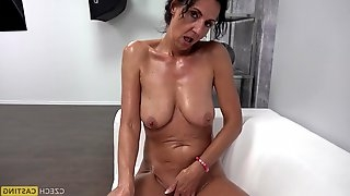 Amateur Granny Plays With Chopper - mommy casting