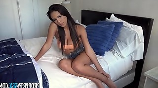 Seductive babe with big boobs is sucking dick and getting fucked to get some easy cash