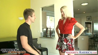 Fearless mature woman Emma Starr bangs young tramp sneaking into her house