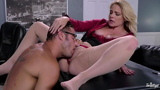 Curvy MILF tries hard sex with be passed on original guy