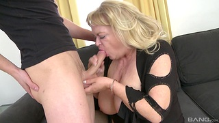 Fat mature gets make an issue of brush dose be fitting of dick from make an issue of nephew